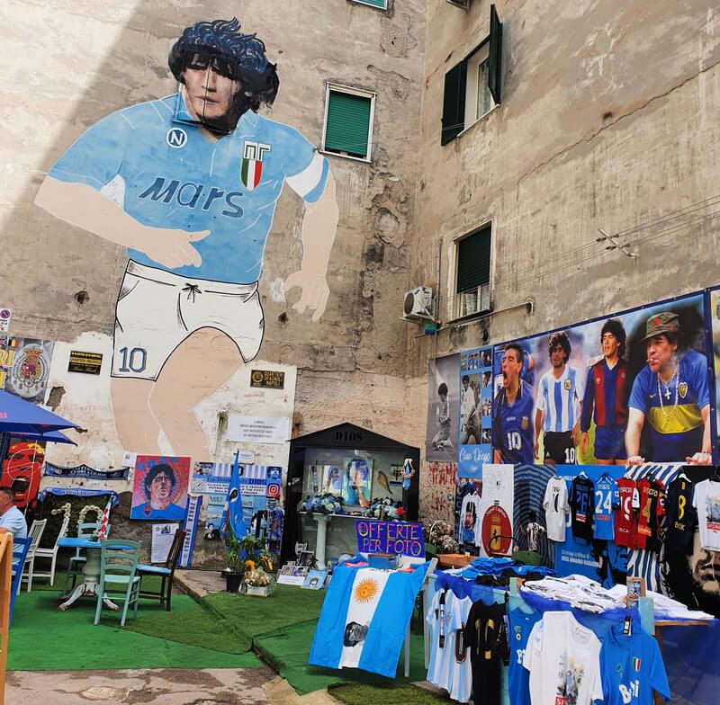 El templo de Maradona en el Barrio Español