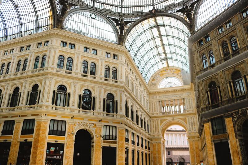 Galleria Umberto I: Monumentos más importantes de Nápoles