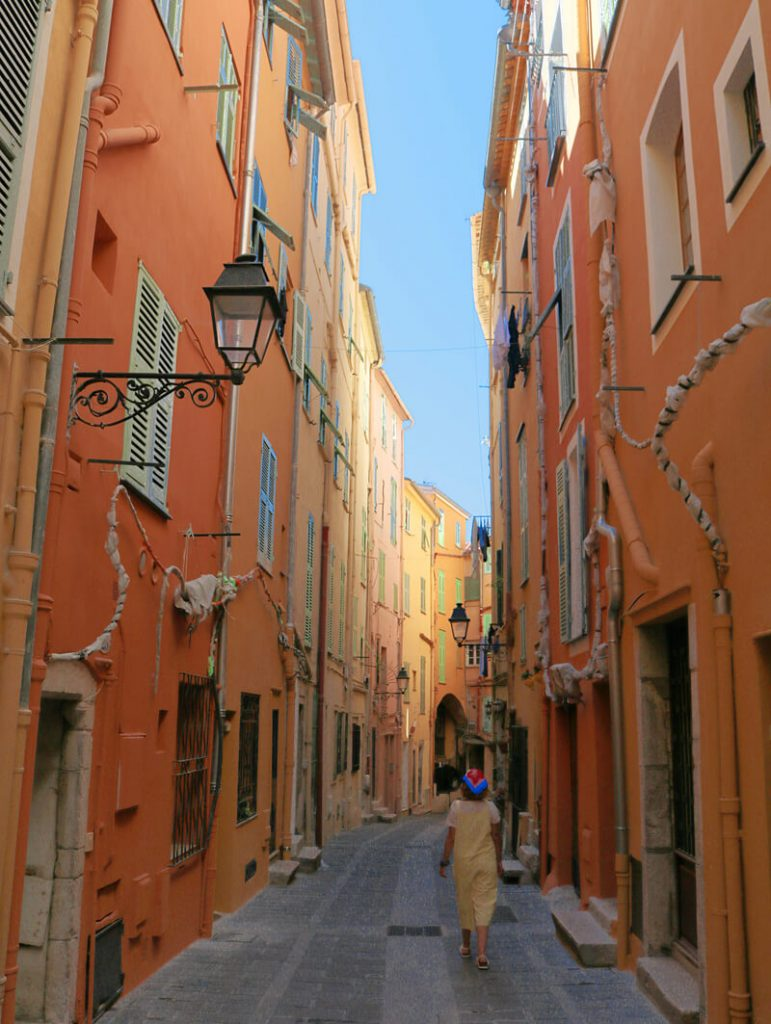 La calle amarilla naranja de Menton