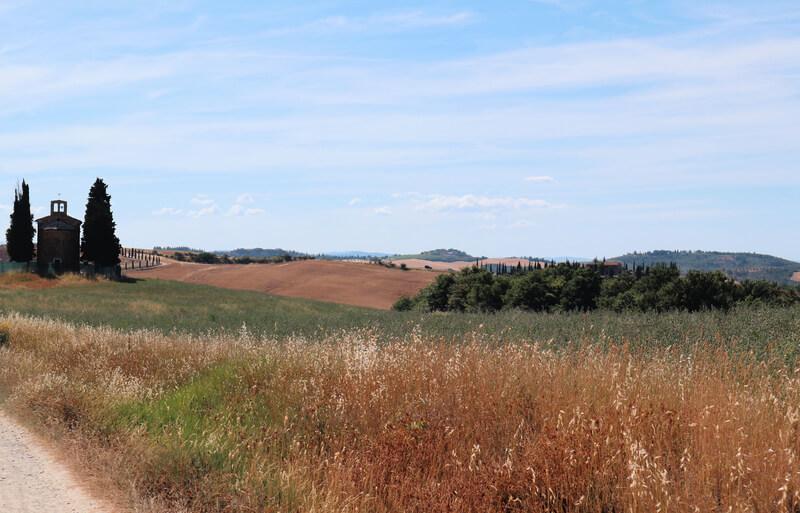 La Capilla Vitaleta entre cipreses y pueblos más bonitos de Toscana