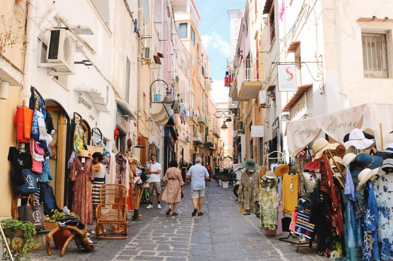 Las calles comerciales de Marina  Grande