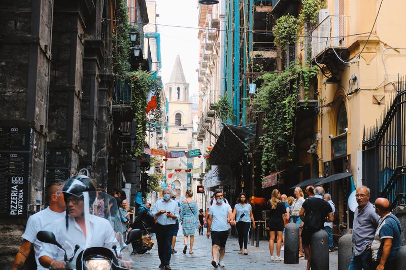 Spaccanapoli, el corazón que visitar en la ciudad