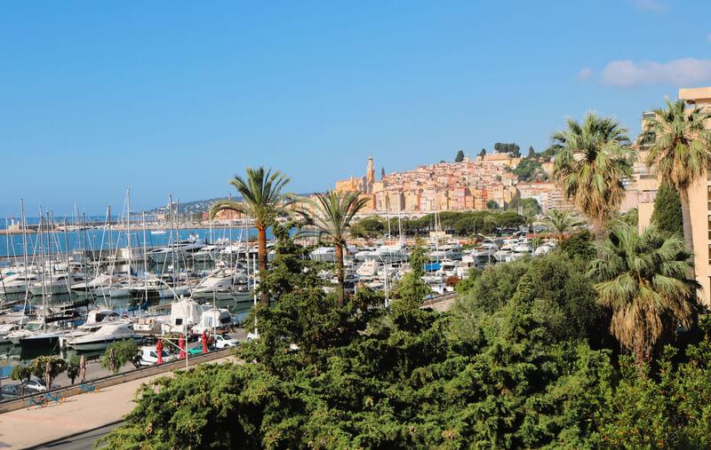 Vistas al puerto y el casco antiguo desde la terraza de nuestro alojamiento
