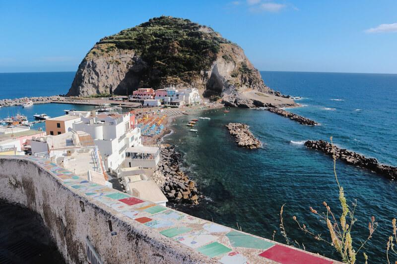 El pueblo de Sant'Angelo y sus azulejos de colores