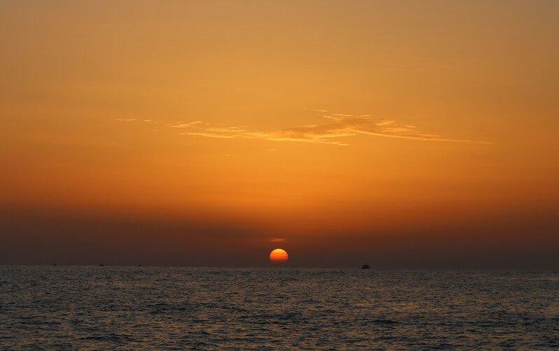 Ver atardecer desde el mar en la visita a las Eolias